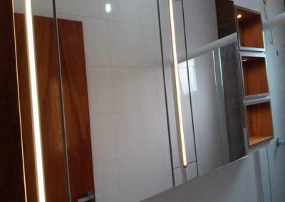 Marcenaria Miranda Design - Armário com espelho e Iluminação Santo André