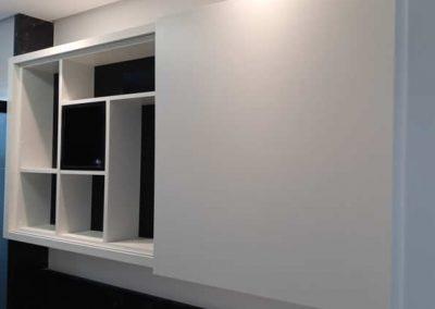 Marcenaria Miranda Design - Armário de banheiro com nichos e porta de correr