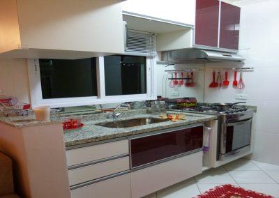 Marcenaria Miranda Design - Cozinha pequena planejada vinho Santo André (3) - Cópia
