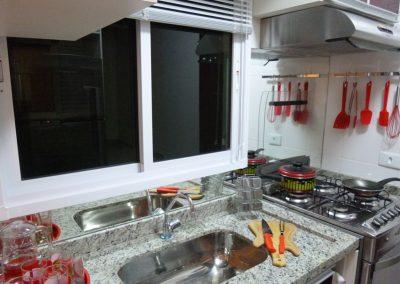 Marcenaria Miranda Design - Cozinha pequena planejada vinho Santo André (4) - Cópia