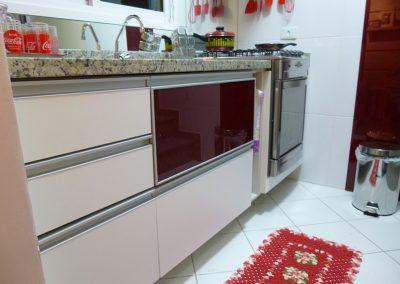 Marcenaria Miranda Design - Cozinha pequena planejada vinho Santo André (7)