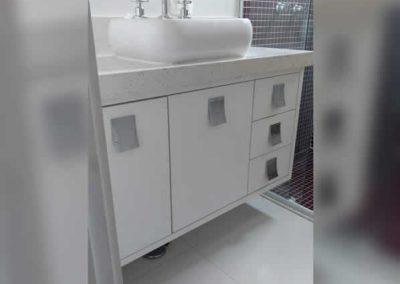 Marcenaria Miranda Design - Gabinete com gavetão para roupas sujas